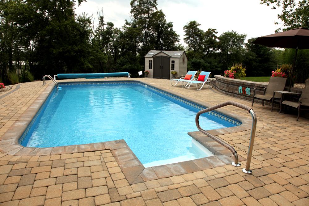Retaining wall inground pool round designs for Garden spas pool germantown tn